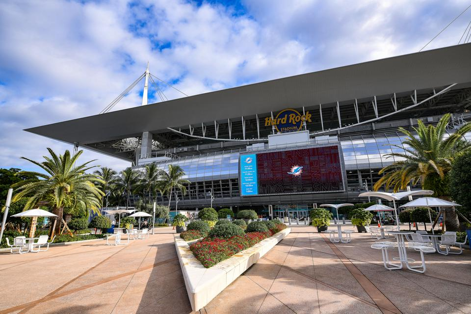 Hard Rock Stadium To Eliminate 99.4% Of Single-Use Plastics By 2020