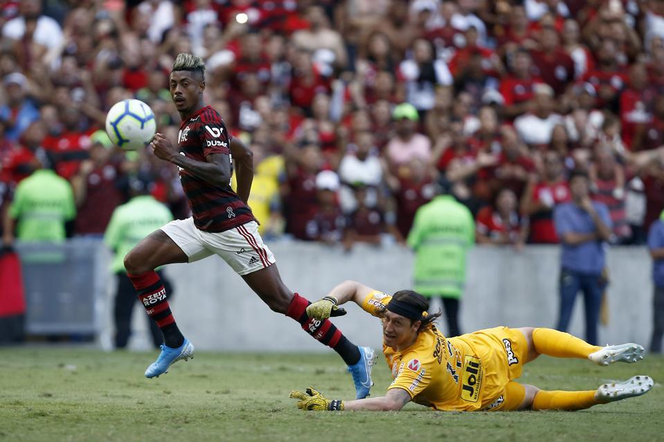 Bruno Henrique Propels Flamengo To Important 4-1 Win Against Corinthians