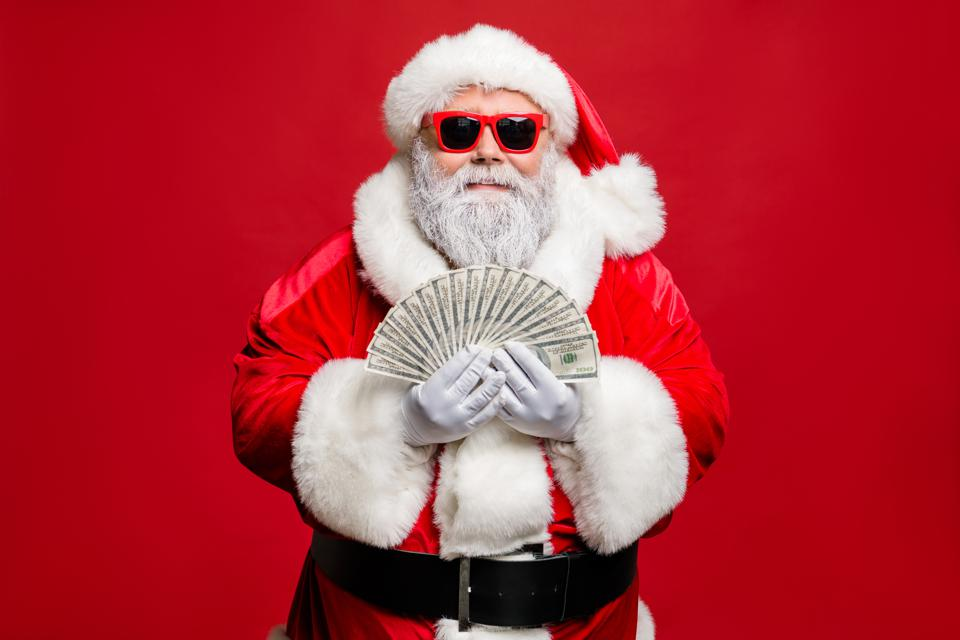 Portrait of cool stylish elderly santa claus hipster millionaire have cash, want buy presents spend on winter season sales discount wear cap hat eyewear eyeglasses isolated over red background