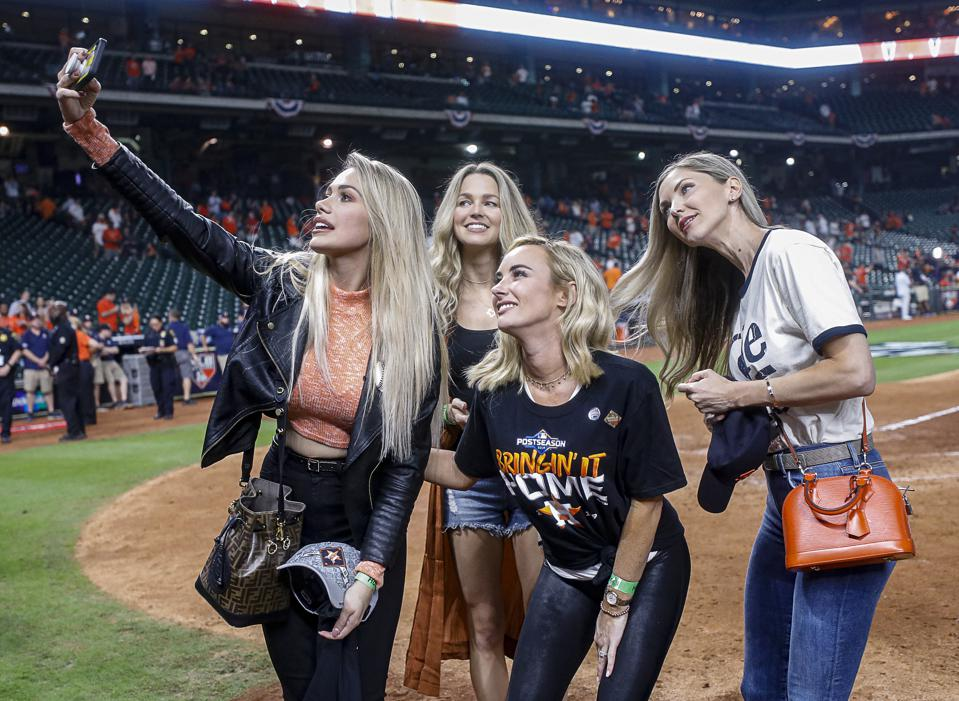 Daniella Rodriguez, Kat Rogers, Amy Cole and friend take a selfie