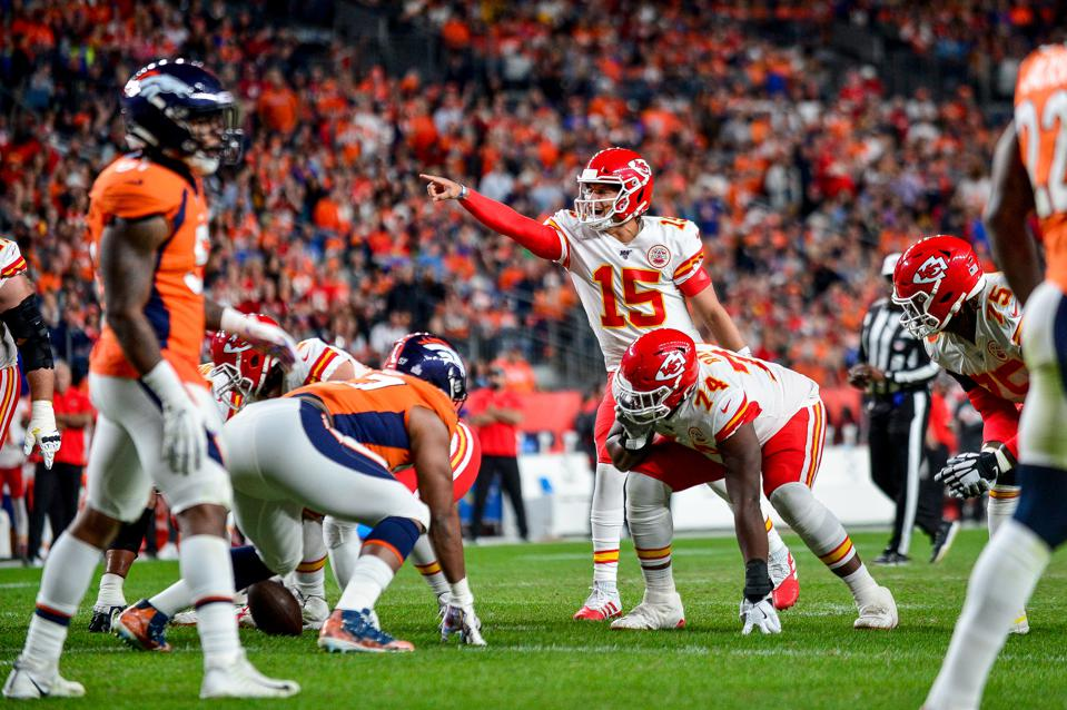 Which NFL Teams The Public And Pros Are Betting In Week 7