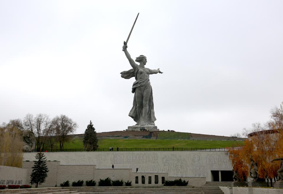 Renovation of exterior of Motherland Calls statue in Volgograd, Russia completed