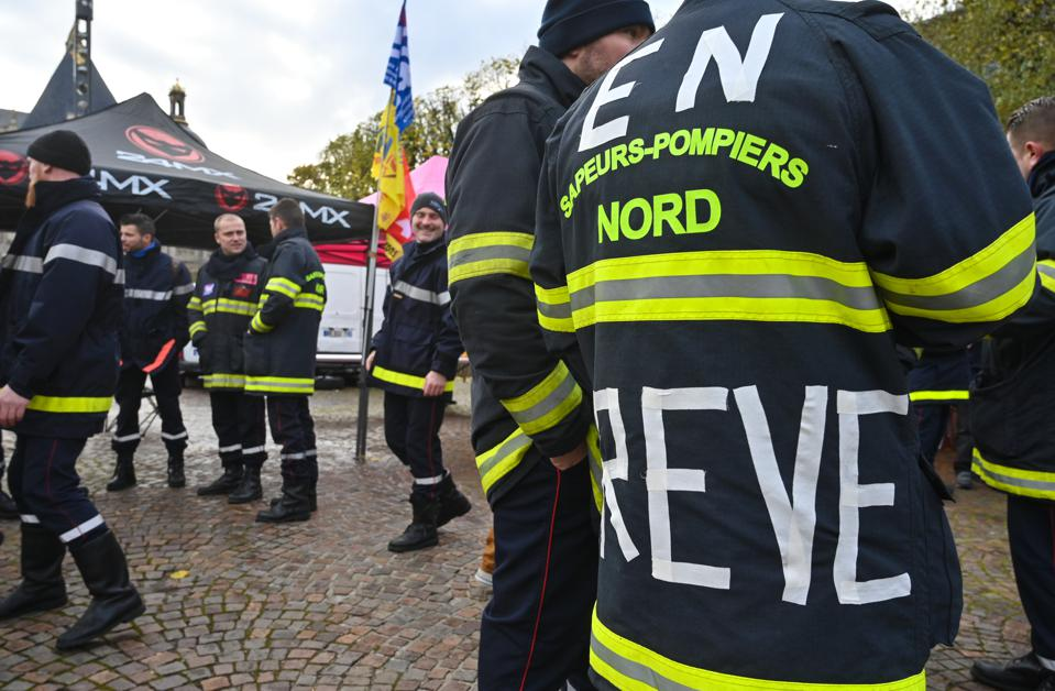 FRANCE-SOCIAL-FIREFIGHTER-STRIKE-DEMO