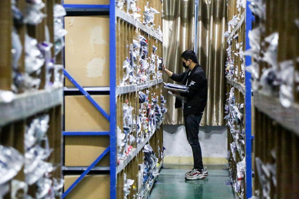 CHINA-ECONOMY-INTERNET-RETAIL