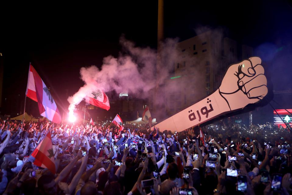 TOPSHOT-LEBANON-POLITICS-PROTESTS