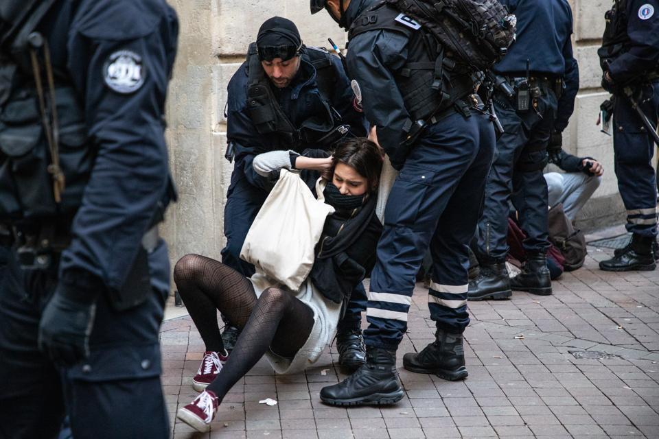 'Block Friday' In Bordeaux