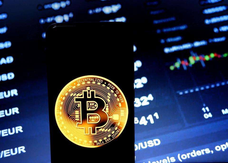 Bitcoin lần đầu tiên vượt 10.000 USD kể từ tháng 2