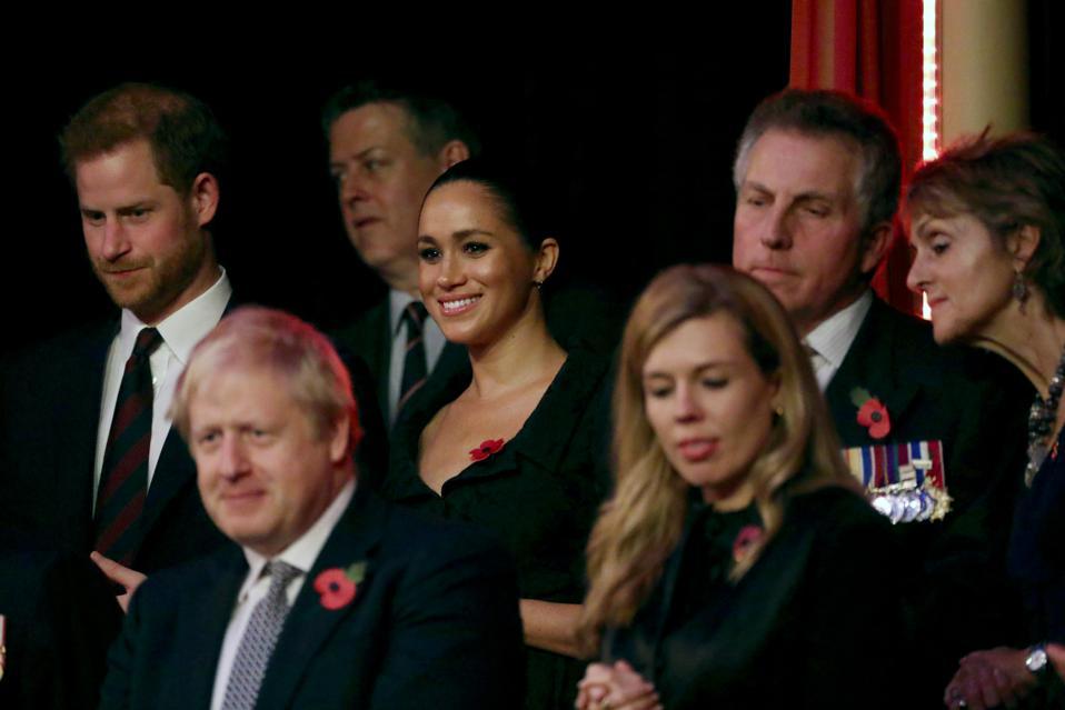Karaliene un karaliskās ģimenes locekļi apmeklē ikgadējos Karalisko britu leģiona piemiņas festivālu