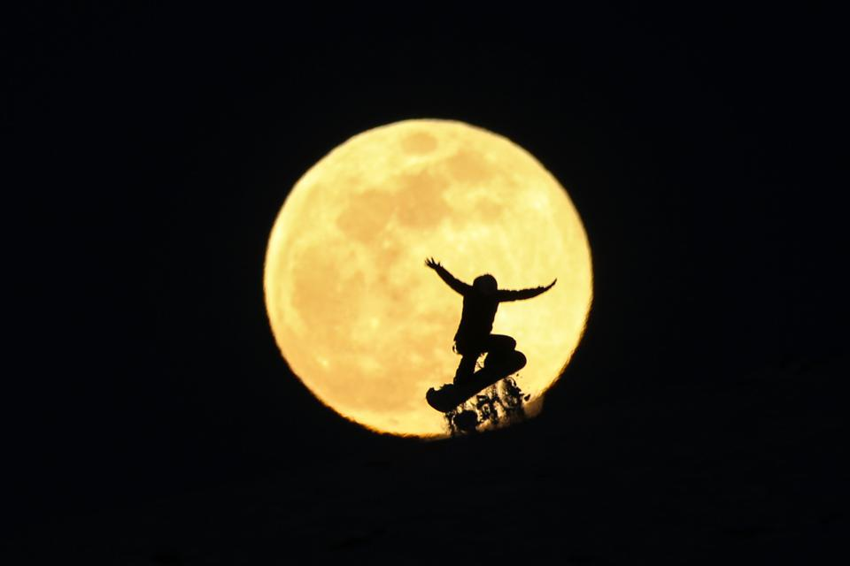 Supermoon in Turkey's Van