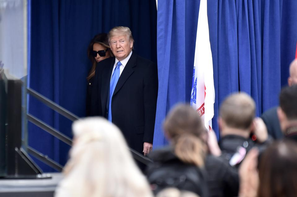Predsednik Donald Trump se v New Yorku udeležuje parade veteranov