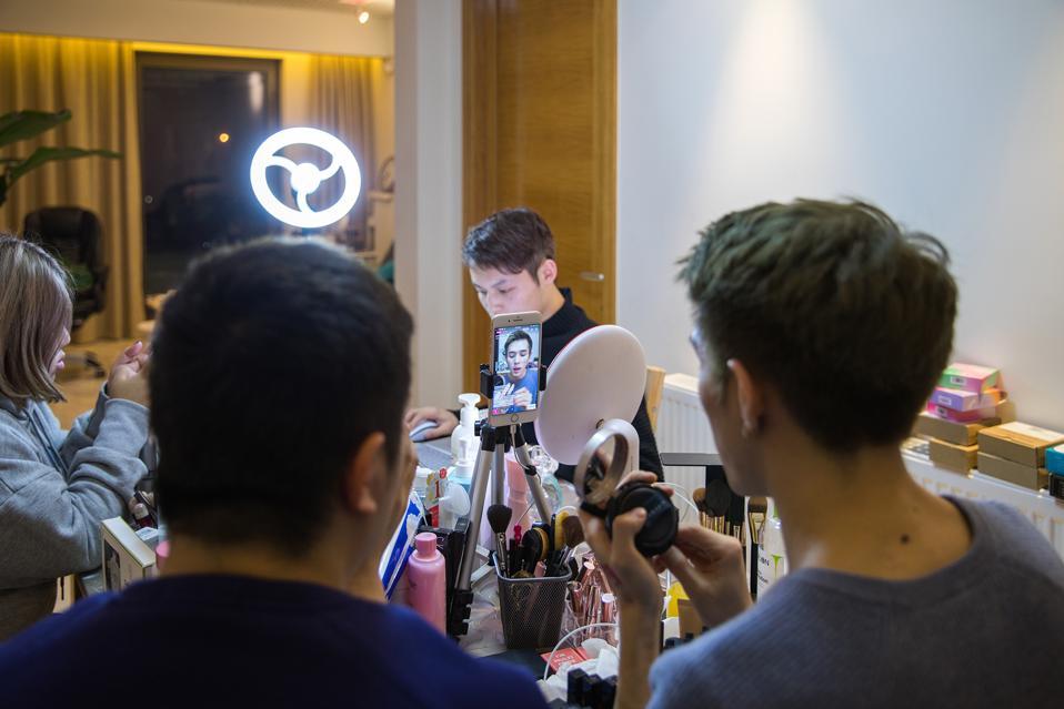 'Lipstick Brother' Li Jiaqi Booms Through Livestreaming
