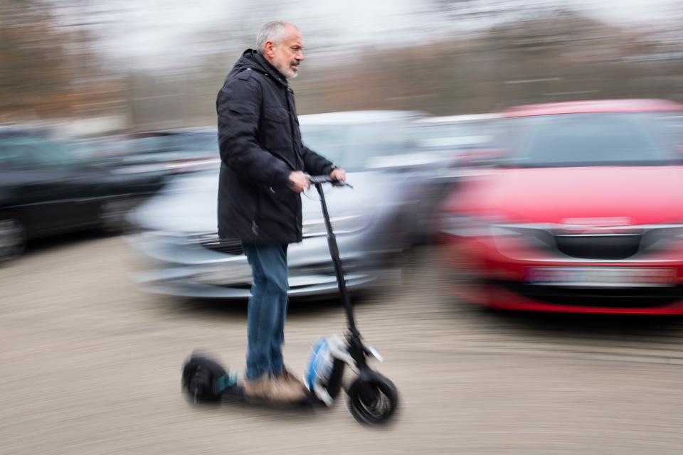 Prototype of an autonomously driving electric scooter