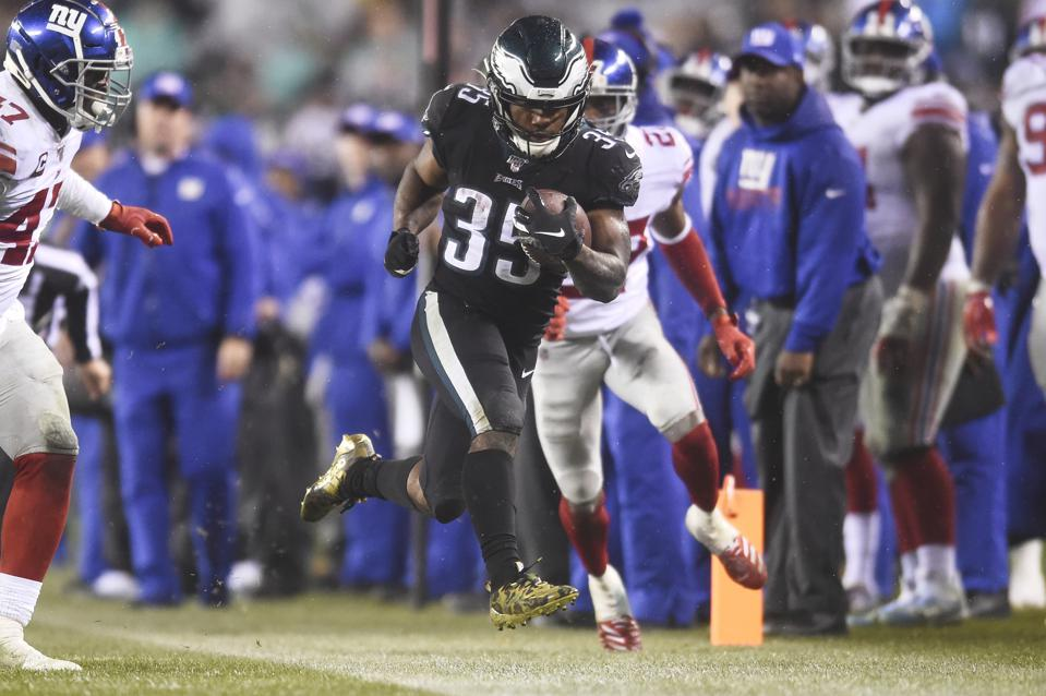 Giant Late Rally Keeps Wentz And 6-7 Eagles Alive In NFC East