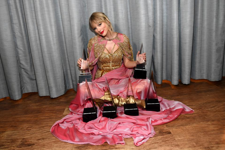 Taylor Swift Is Now The Most Awarded Person In American Music Award History