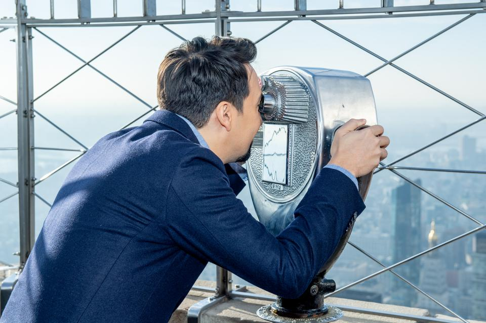 Lin-Manuel Miranda Visits The Empire State Building