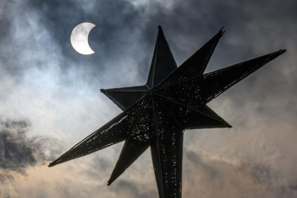 TOPSHOT-THAILAND-ASTRONOMY-SOLAR-ECLIPSE