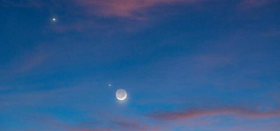 Night Sky Phenomenon : Earth Shine and The Planets Conjunction (Moon, Jupiter and Venus)