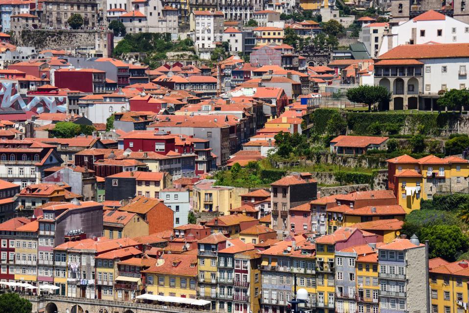 Porto's waterfront houses