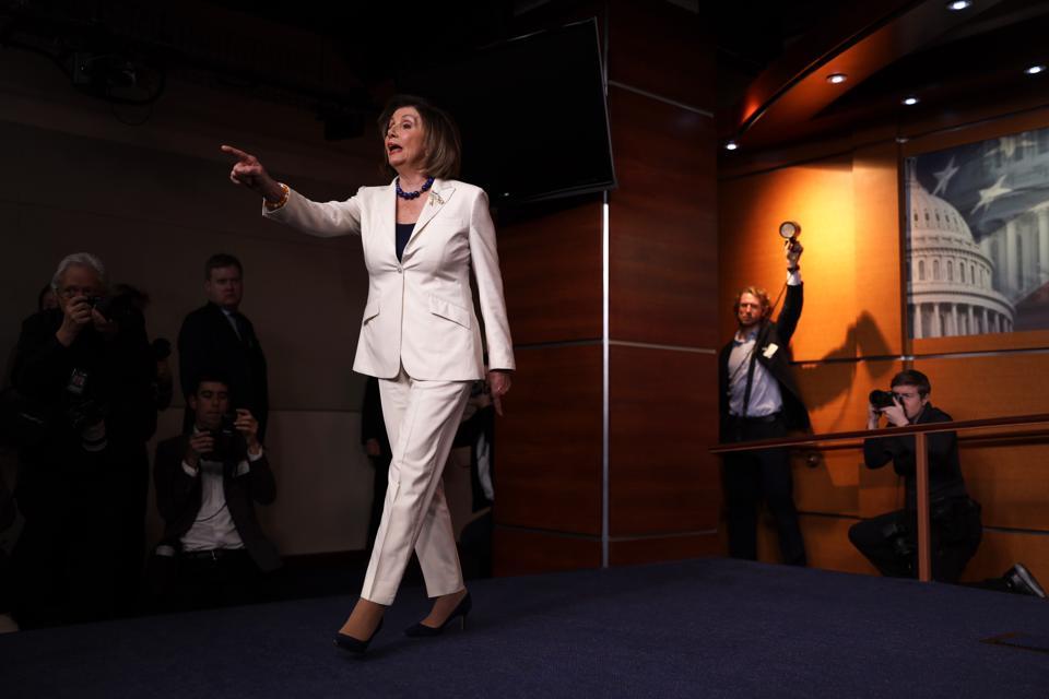 Sprecher Pelosi spricht in der wöchentlichen Pressekonferenz über die Medien