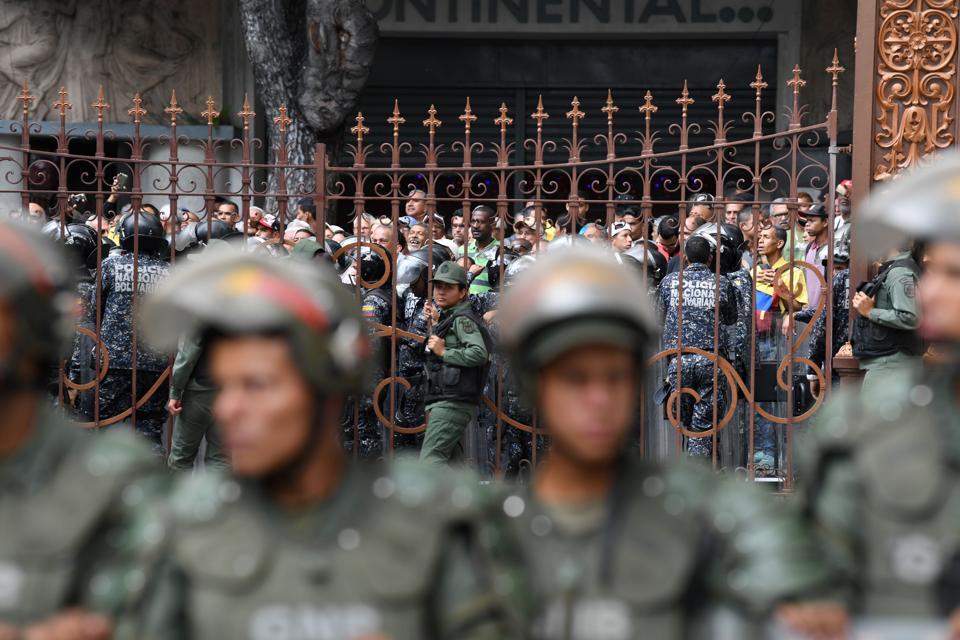 VENEZUELA-CRISIS-NATIONAL-ASSEMBLY-MADURO-SUPPORTERS
