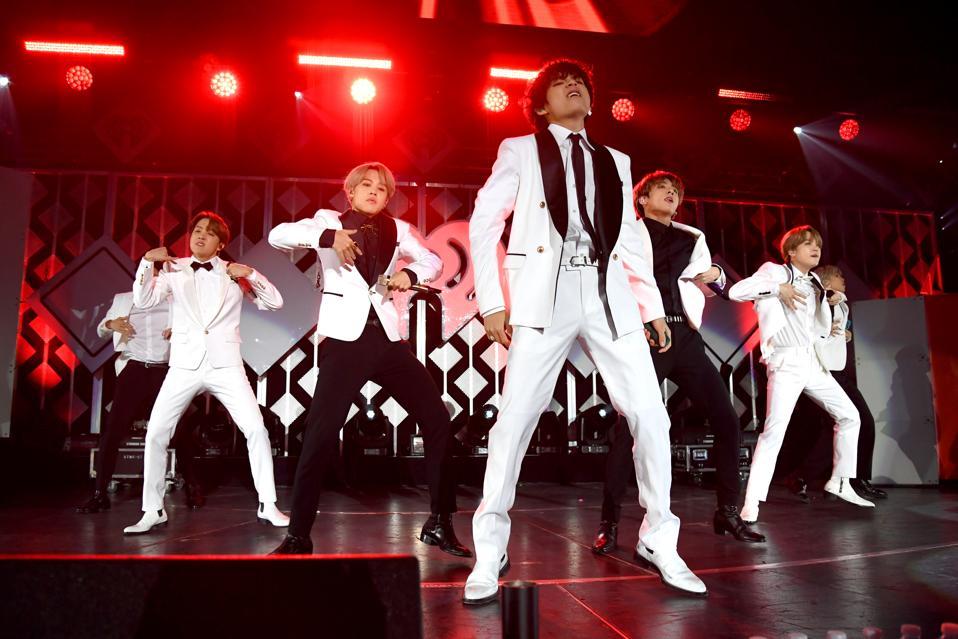 102.7 KIIS FM Jingle Ball – SHOW
