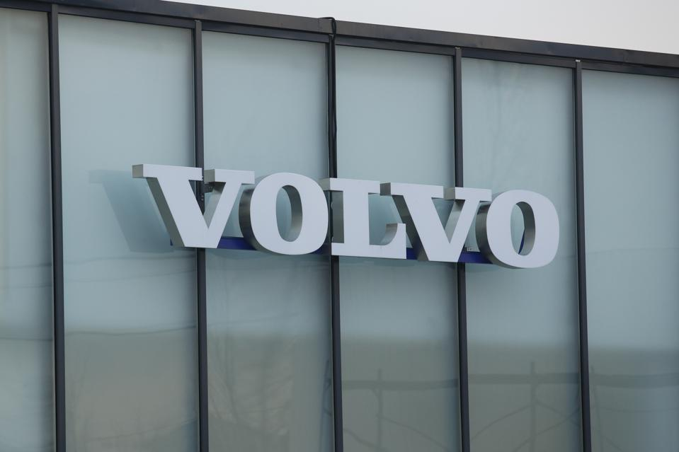 Logo Volvo (Photo par Sergei Mikhailichenko / SOPA Images / LightRocket via Getty Images)