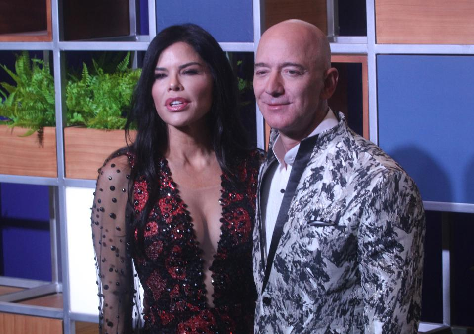 Bezos Texts Leaked First From His Girlfriend To Her Brother, According To Prosecutors: Report