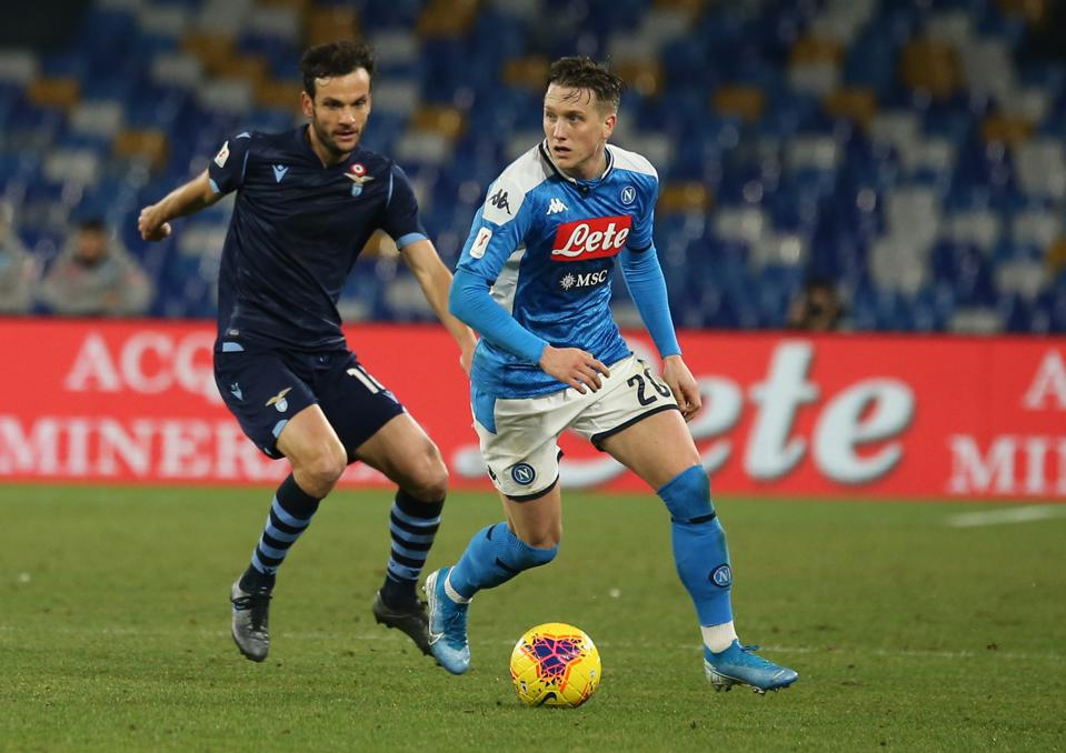 Napoli's Polish midfielder Piotr Zielinski (R) controls the...