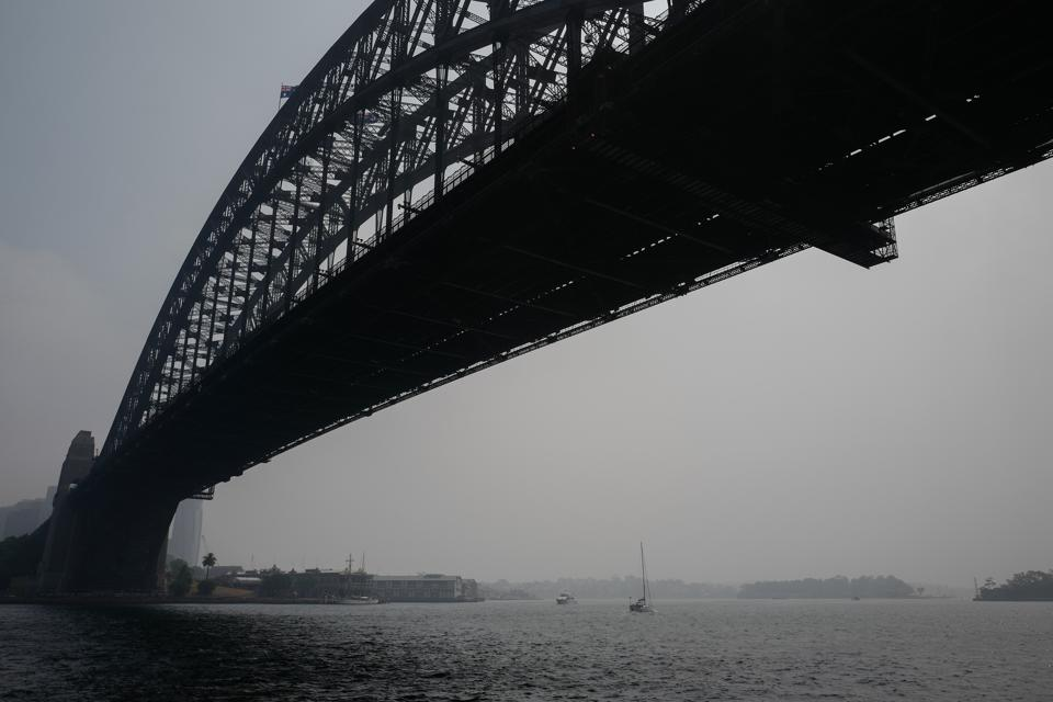 Sydney Suffers Hazardous Air Quality As Smoke And Mist Blankets City Following Bushfires