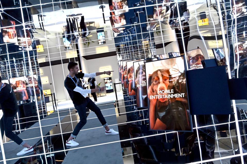 Samsung Sero vertical TVs at CES 2020