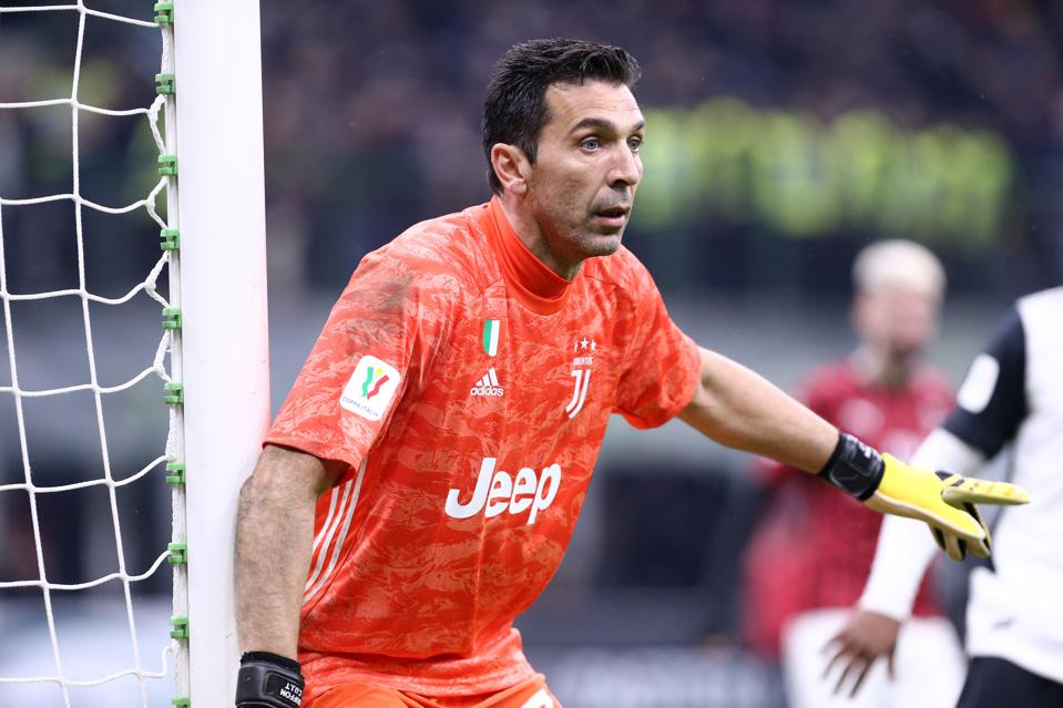 Gianluigi Buffon Set To Sign New Juventus Deal Meaning He Will Play Beyond 43rd Birthday