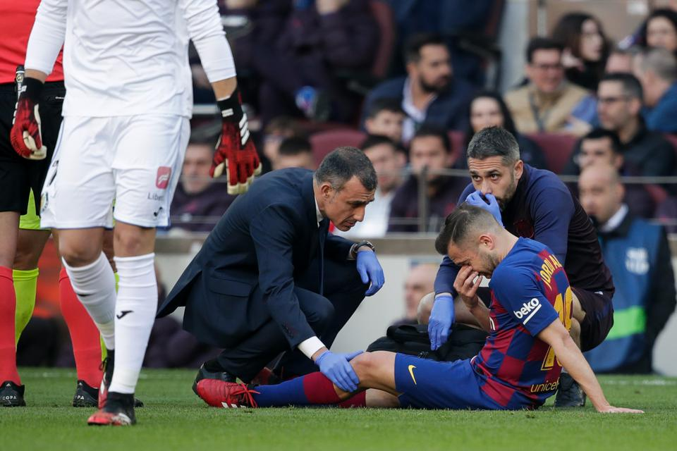 Jordi Alba will be out for three weeks and miss El Clasicio against Real Madrid