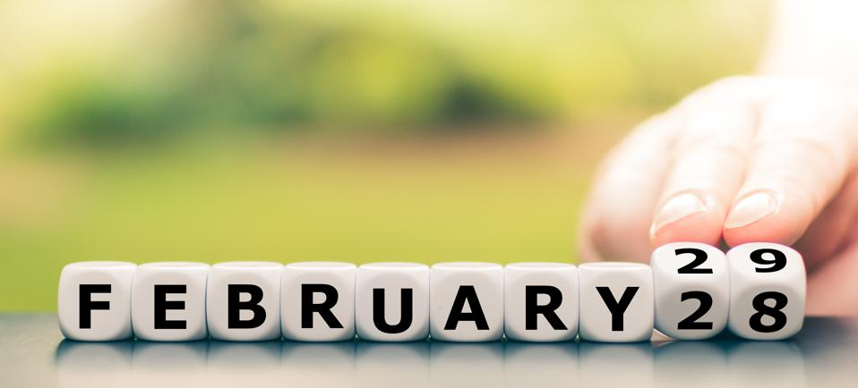 Hand turns dice and changes the date from ″February 28″ to ″February 29″.