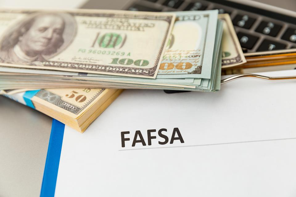 Fafsa. Student aid application form on the tablet.