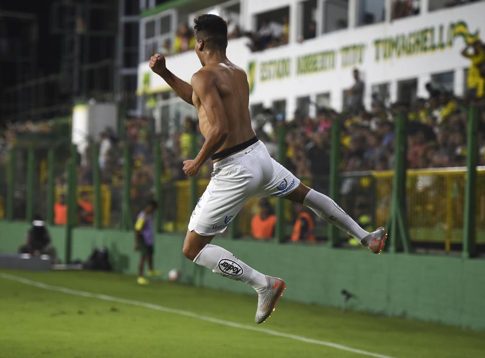 Defensa y Justicia v Santos - Copa CONMEBOL Libertadores 2020