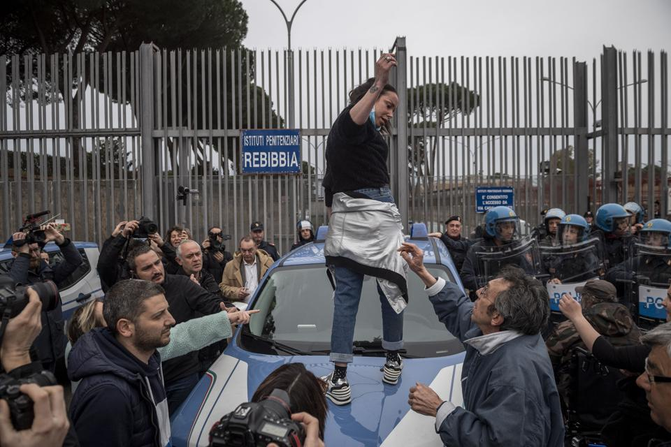 Italy Bans Public Gatherings Nationwide Over COVID-19 Worries