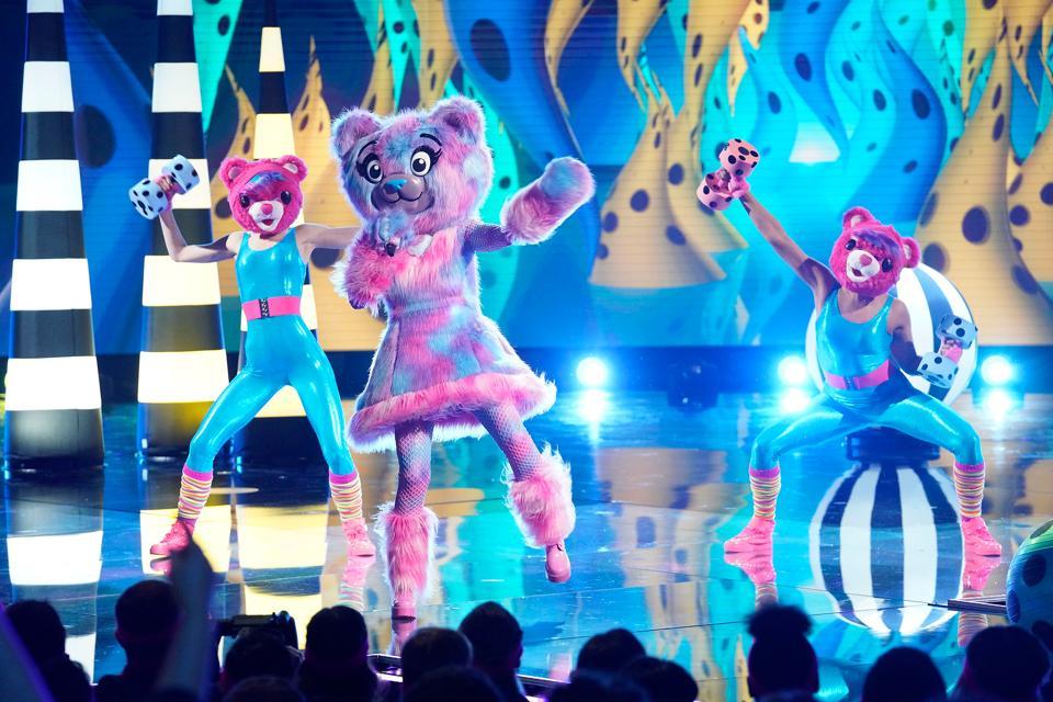 FOX's The Masked Singer - Season Three, the bear, Sarah Palin, the bear sarah palin