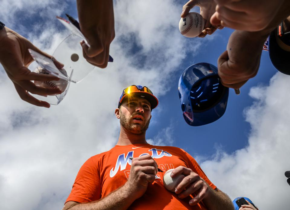 New York Mets infielder Pete Alonso Signs Autographs at Spring Training