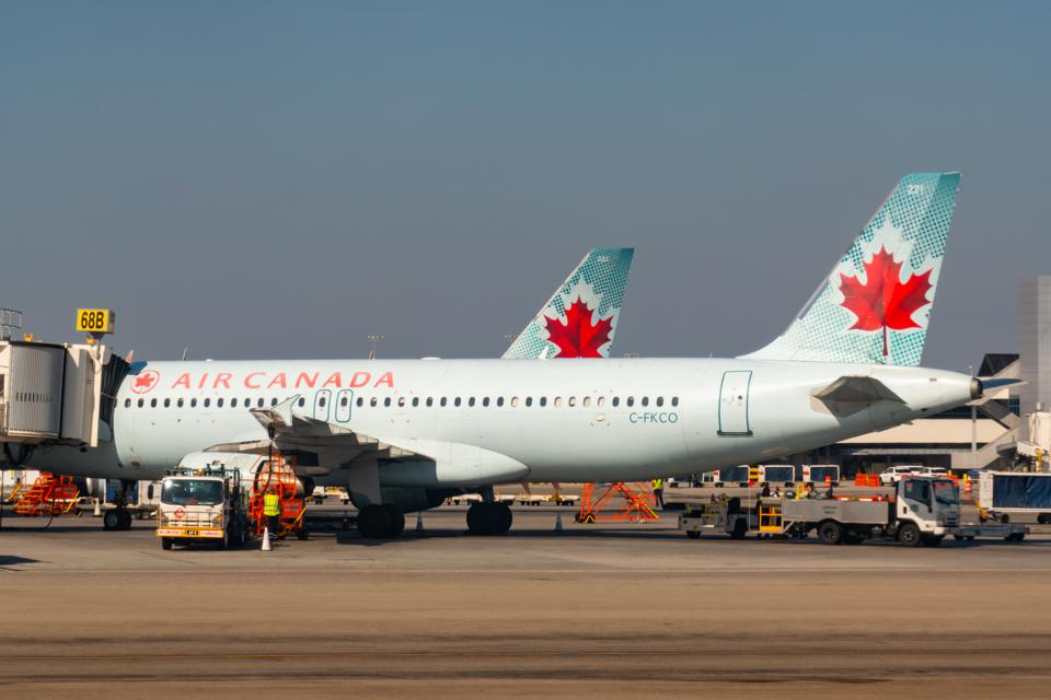 Air Canada launches unique holiday campaign to celebrate the gift of travel