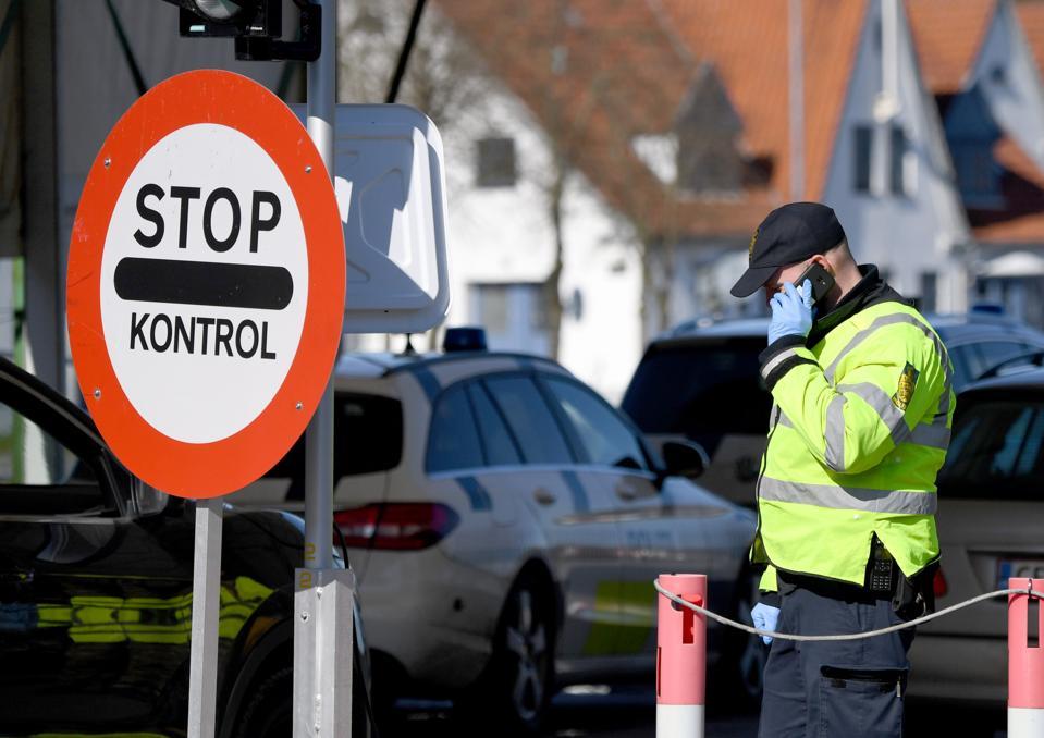 Coronavirus - Denmark closes border - tourists banned