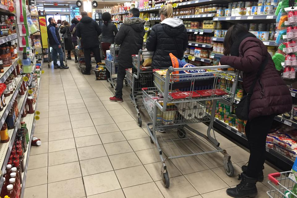 Long lines in a grocery store. Photo by Creative Touch Imaging Ltd./NurPhoto via Getty Images
