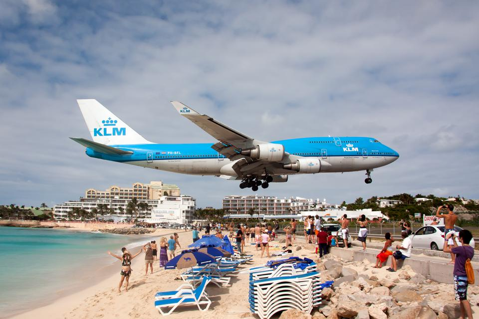 A KLM Royal Dutch Airlines Boeing 747-400 lands at Princess...