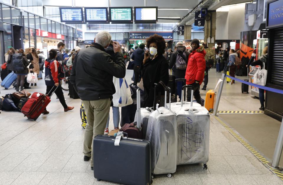 coronavirus-parisians-flee-paris-for-french-countryside-holiday-homes-exodus