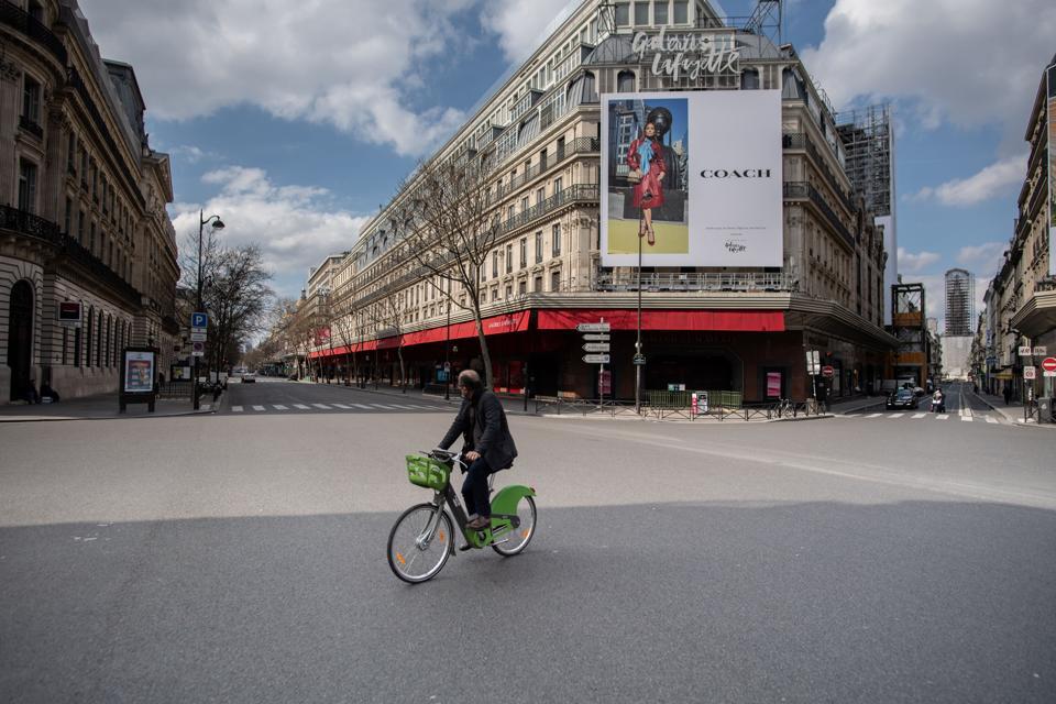 Paris-Coronavirus-Lockdown-empty-streets