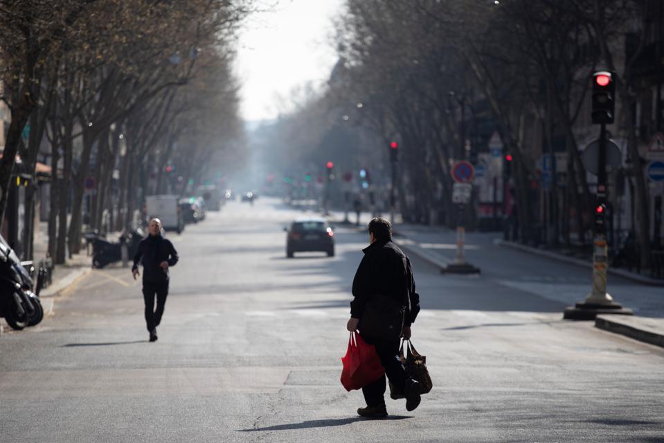 Paris lockdown coronavirus streets empty boulevard saint-germain
