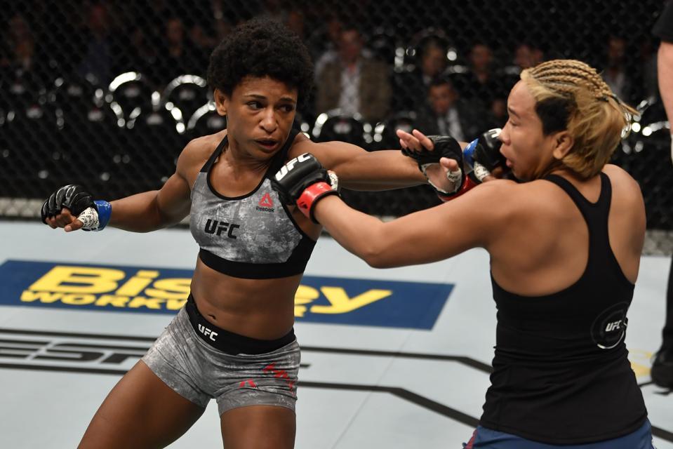 UFC Fight Night: Lookboonmee v Hill