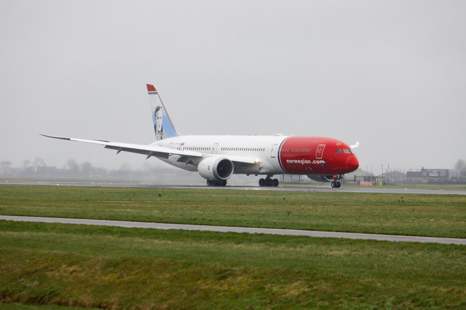 Norwegian Air Boeing 787-9 Dreamliner aircraft landing at Amsterdam Airport.