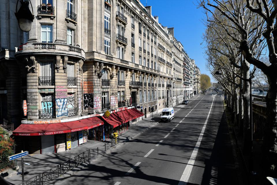 Coronavirus precautions in Paris
