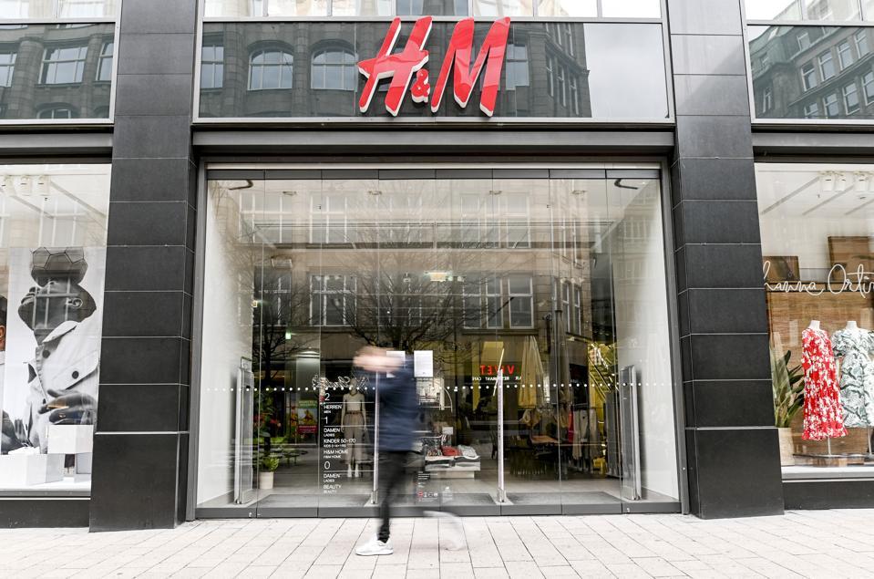 Coronavirus-closed H&M in Hamburg