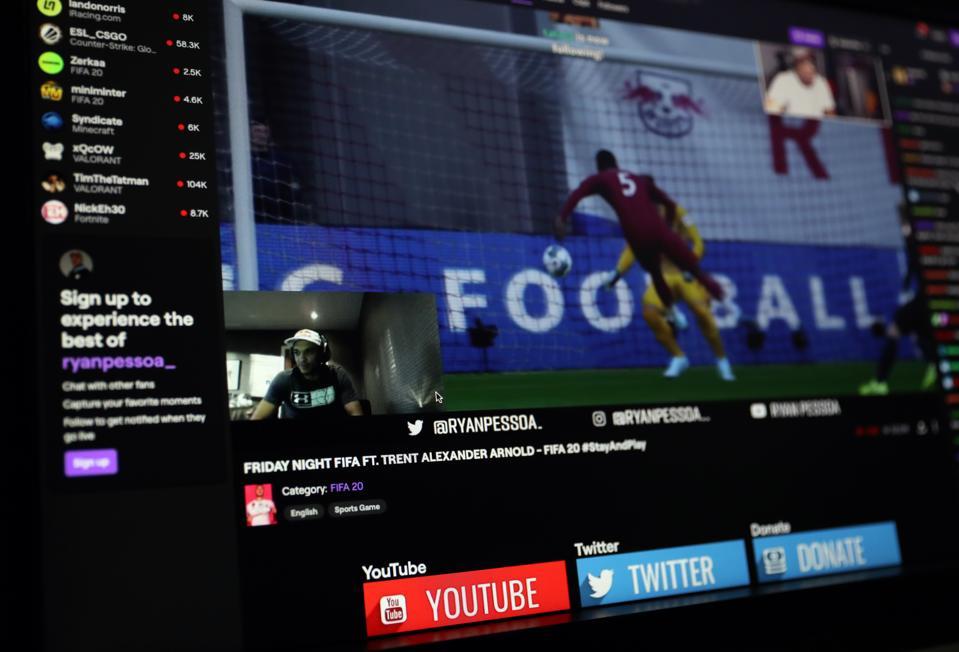Trent Alexander-Arnold FIFA 20 v esports player Ryan Pessoa